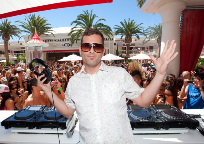 Kaskade-Encore-Beach-Club-2010